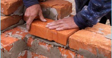 Hvordan å blande løsningen for mur murstein