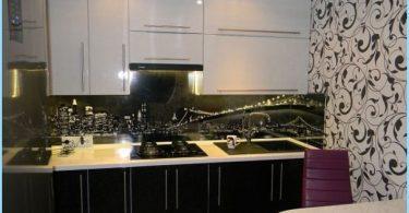 Design svart og hvitt kjøkken i leilighet