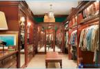 Varianter av interiør og en stor garderobe