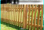 Wooden stakittgjerde med hendene: på byggeledelse